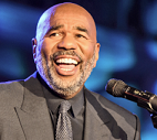 Steve Harvey accepts his Merge Gala Award (Photo: Von Jackson Vlex Photos)
