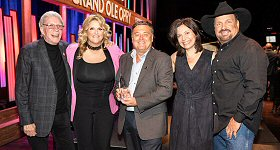 Westwood One: Congratulations to Lon Helton, host of Westwood One's Country Countdown USA and publisher of Country Aircheck, who was honored for his impact on Country music with the Bob Kingsley Living Legend Award during an event held last night, Wednesday, April 10th, at the Grand Ole Opry in Nashville. L-R: Bob Kingsley, Trisha Yearwood, Lon Helton, Sally Williams and Garth Brooks.